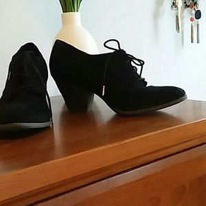 Dr Scholls black suede booties size 8.5 to 9